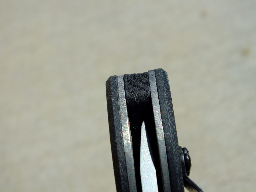 An end-shot of the CQC-8 displays the rough finish and uneven alignment between scales, liners and backspacers often seen on Emerson Knives.
